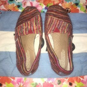 Woman's multi colored toms size 6.5